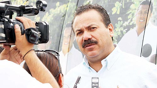 Desmiente Alcalde que líder del PAN y su esposa sean 'aviadores' en la comuna