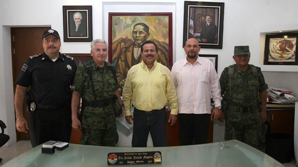 Se reúne Alcalde Julián Ricalde con nuevo comandante militar en QR, José Luis Castañeda Jiménez