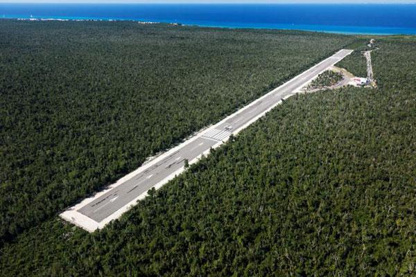 """Vista aérea del Aeródromo privado """"Eduardo Toledo Parra"""" en Cozumel, donde ocurrió accidente."""