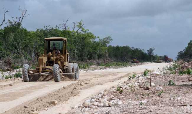 Acusa comuna que camino inconcluso retrasa recolección de la basura en Cancún y responsabiliza a Borge