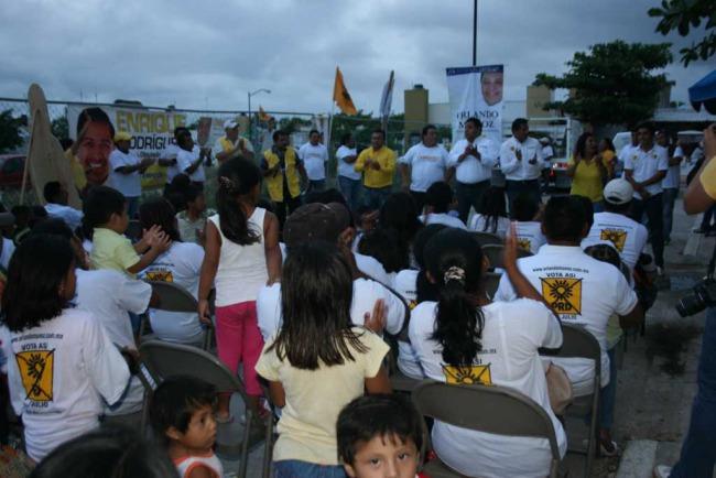 CAMPAÑAS: Acogen vecinos de Puerto Aventuras a Orlando Muñoz y piden cementerio y se acaben las mentiras