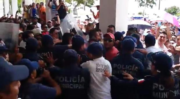 03MAESTROS_protesta