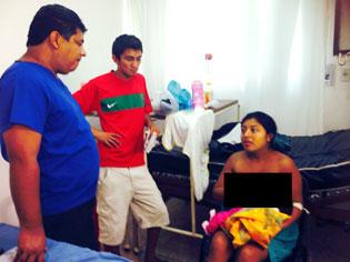 Mujer da a luz en plena vía pública luego de mal diagnóstico de médico que la regresó a su casa en Isla Mujeres