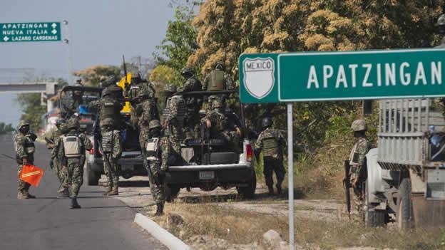 Toman federales control de la seguridad en Apatzingán; reiteran autodefensas que no depondrán las armas