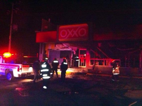 ATACAN TIENDAS OXXO: Asaltan e incendian tiendas de conveniencia en Hidalgo y el Estado de México