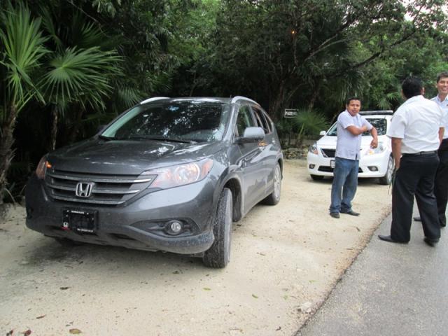 ESCANDALO EN TULUM: Taxistas atajan transporte de actrices Demi Moore y Belén Rueda en pleito por el pasaje; condenan daño a la imagen del destino
