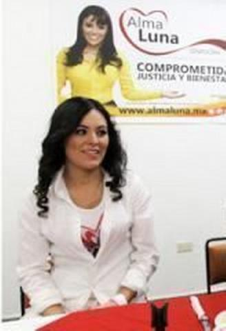 Paga fianza de un millón de pesos y dejan en libertad a notaria acusada de fraude por ex diputada