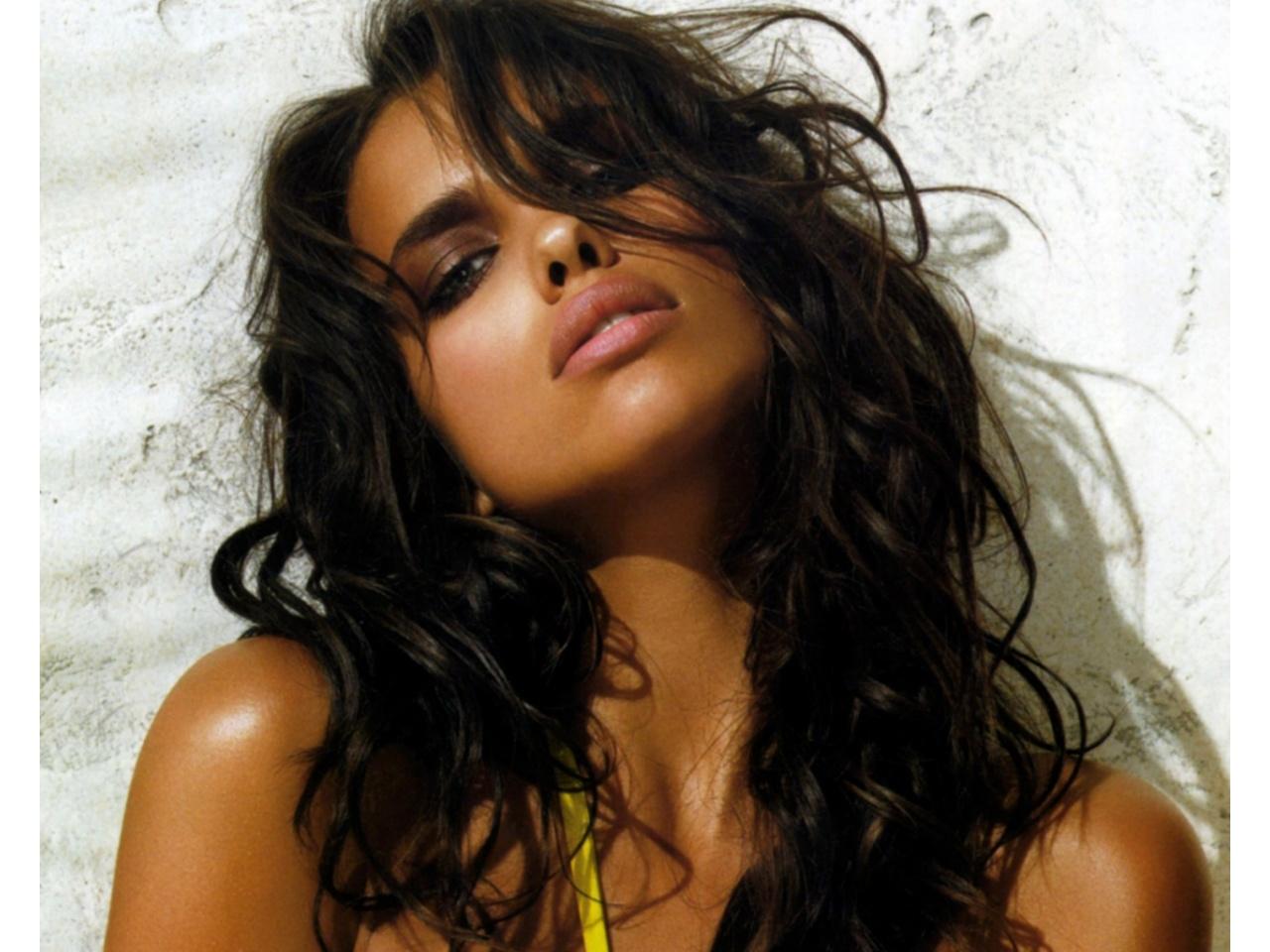 La modelo Irina Shayk, novia de Cristiano Ronaldo, se calienta en las playas de Tulum