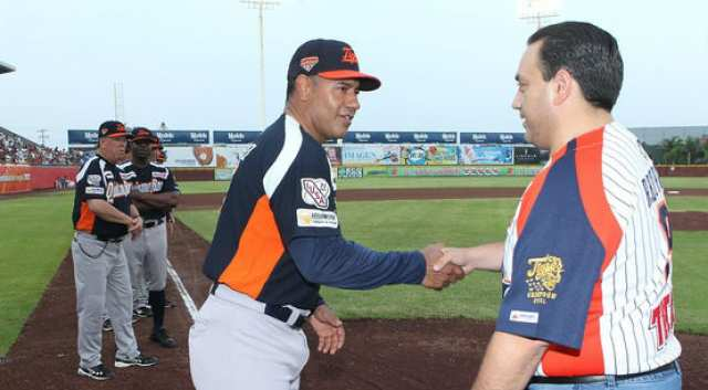 """EL 'JUGUETE FAVORITO' DE BETO: """"El Gobernador paga y manda en los Tigres"""", revela ex timonel Matías Carrillo; lo acusa de su salida del equipo; """"afirma situaciones que no son"""": Borge"""