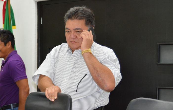EVADE FLOTA RENDIR CUENTAS: Custodian 3 patrullas domicilio en Chetumal del presidente del Congreso borgista