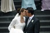 Enrique Peña Nieto y Angelica Rivera , el día de su boda el 27 de noviembre del 2010. (AP Photo/Marco Ugarte)