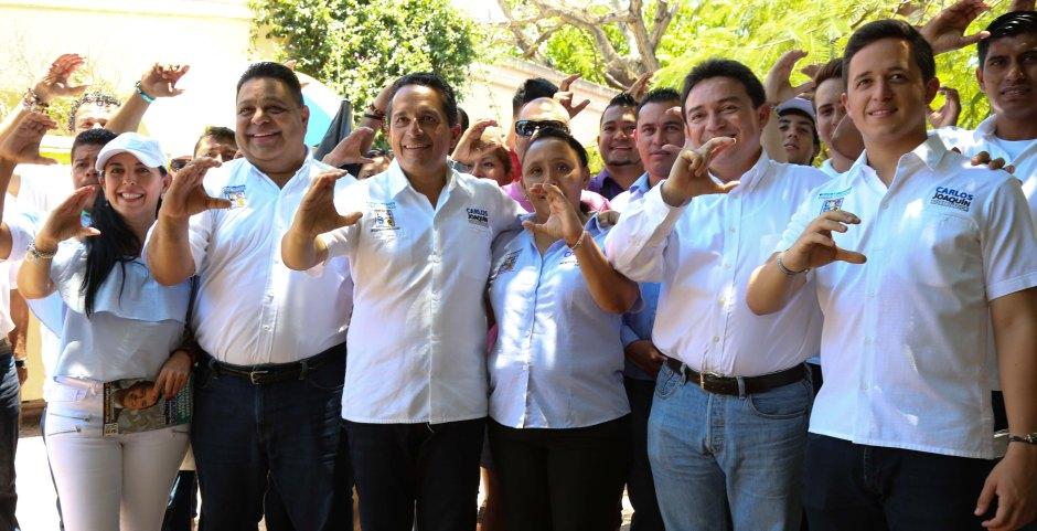 El senador Daniel Ávila junto a Carlos Joaquín y los candidatos a diputados por los Distritos IX y X, Orlando Muñoz y Laura Beristaín. El senador estuvo en Playa del Carmen junto a otros legisladores dando su apoyo a la alianza PAN-PRD.