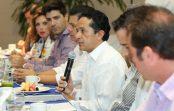 Carlos Joaquín durante su reunión con empresarios en Cancún.